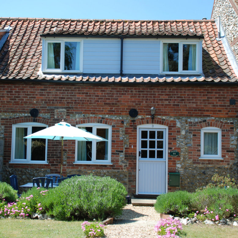 Barley Cottage, Burnham Market, Norfolk - Self Catering Holiday Cottages - Situated in the picturesque village conservation area of Burnham Market, close to the beautiful North Norfolk Heritage Coast with its miles of soft sandy beaches. | Brancaster Staithe & Burnham Deepdale, North Norfolk Coast