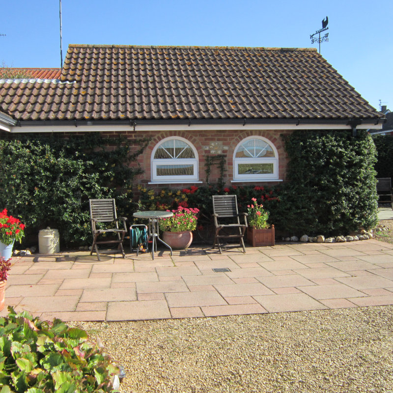 Redwings, Brancaster Staithe, Norfolk -  - Redwings is perfectly situated in a quiet location in the centre of the village. It is 200 metres off the main road and has ample parking. | Brancaster Staithe & Burnham Deepdale, North Norfolk Coast